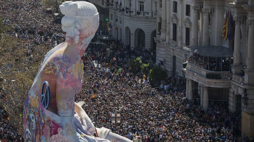 Se confirma el mito del millón de visitantes diarios en Fallas