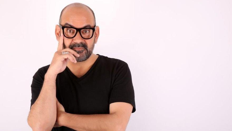 L'humorista José Corbacho visita Raül Romeva a Lledoners