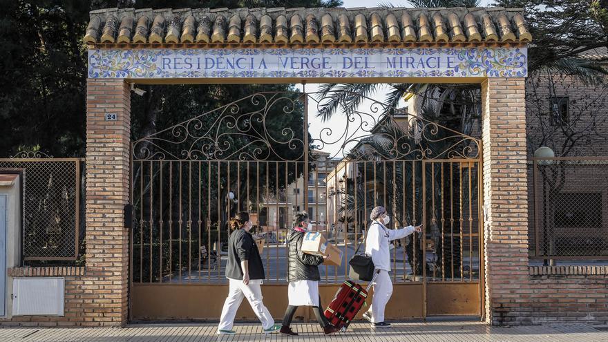 Oltra pide a Pablo Iglesias que medie para que se vacune a los cuidadores