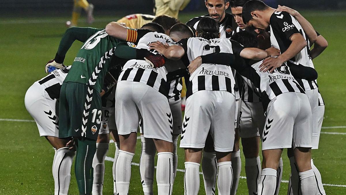 El conjunto albinegro encara el tramo definitivo de la temporada con la necesidad de mejorar el rendimiento. | MANOLO NEBOT