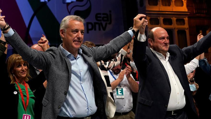 Feijóo logra su cuarta mayoría absoluta en Galicia y Urkullu volverá a gobernar en Euskadi