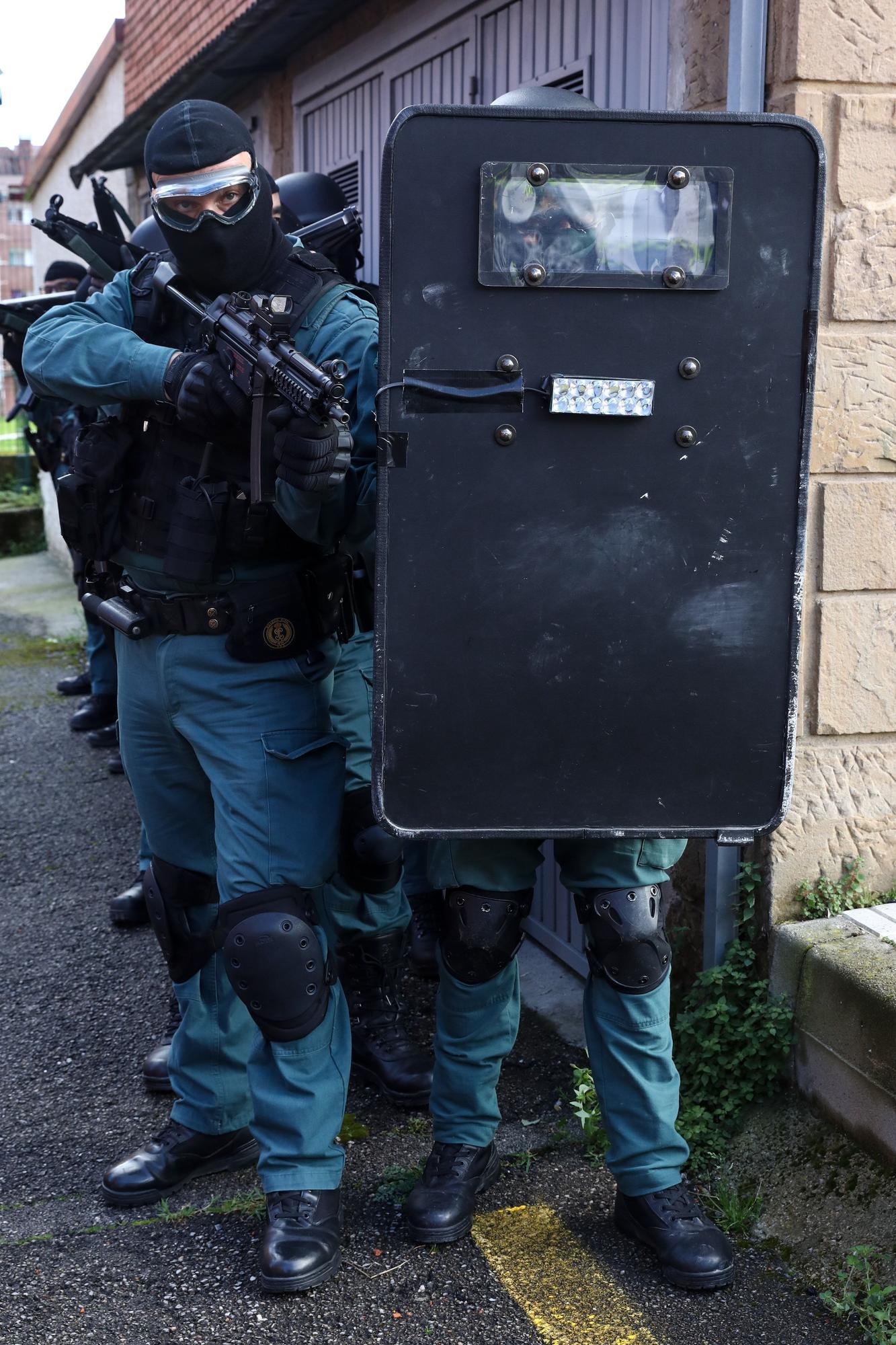 Así se trabaja en la Unidad de Seguridad Ciudadana de la Guardia Civil de Gijón