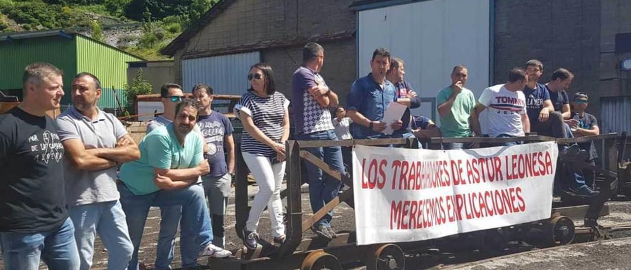 Una concentración de trabajadores de Astur Leonesa en la mina de Cerredo.