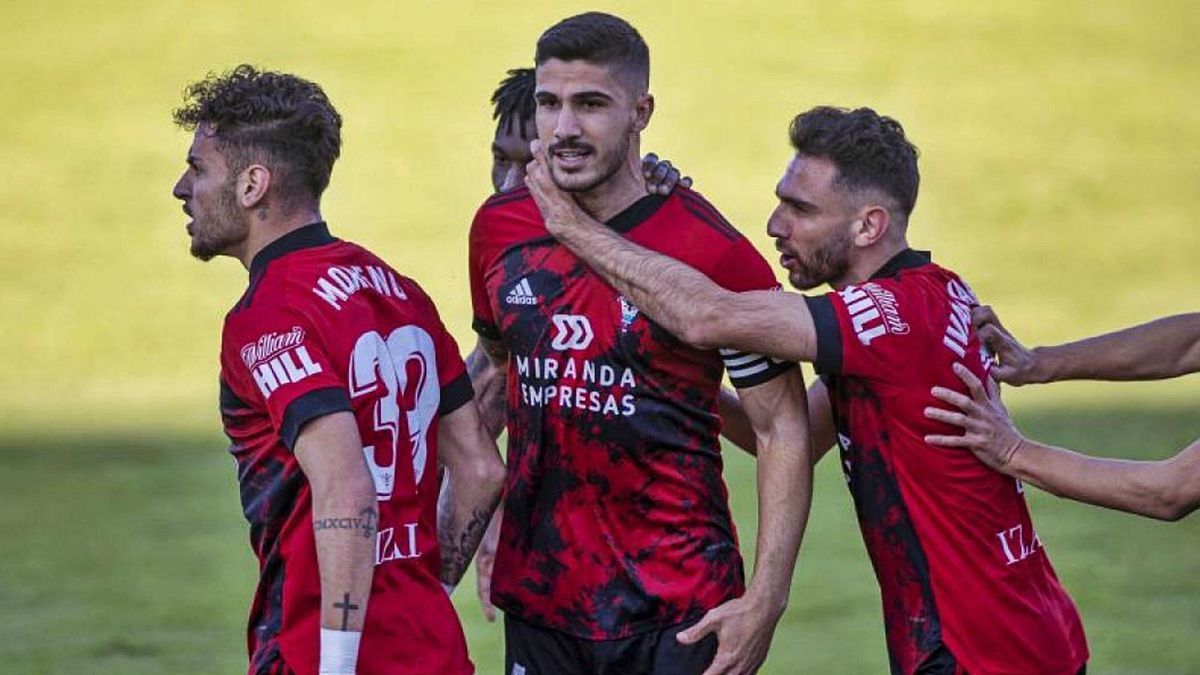 El central marcó dos goles el pasado curso con el Mirandés.