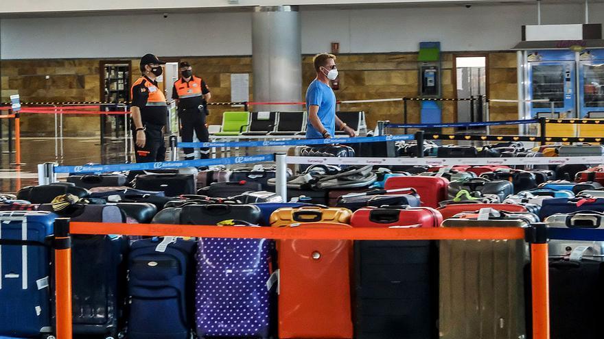 Retrasos de más de una hora y pasajeros sin maletas en Gando