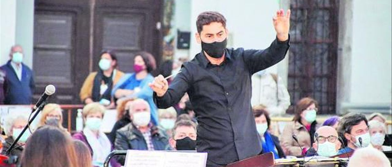 Javier Ros, en el concierto que la banda ofreció hace dos semanas, frente al Castell. | UMA