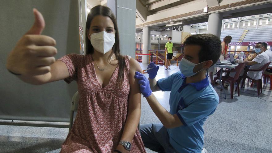 Los cordobeses de menos de 20 años empiezan a recibir la vacuna frente al coronavirus