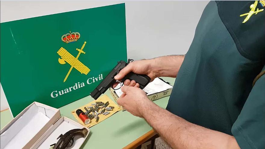 La Guardia Civil interviene en Palma tres paquetes con armas enviados por correo