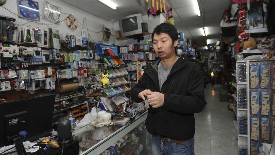 Los tres asaltantes del bazar chino de la Barrera se entregan a la policía