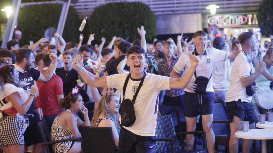 Eurocopa 2020: de la euforia a las lágrimas de los turistas ingleses en Magaluf