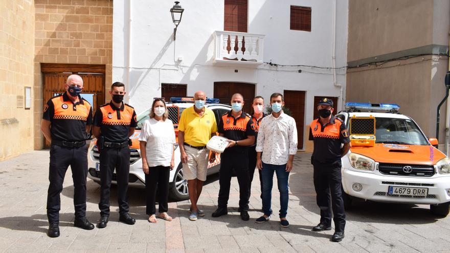 Lions Club dona un desfibrilador de última generación a Protección Civil Benitatxell