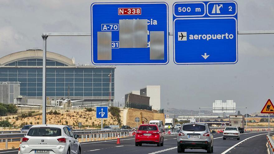 Transportes abre dos carriles del acceso al aeropuerto, que estará terminado en julio