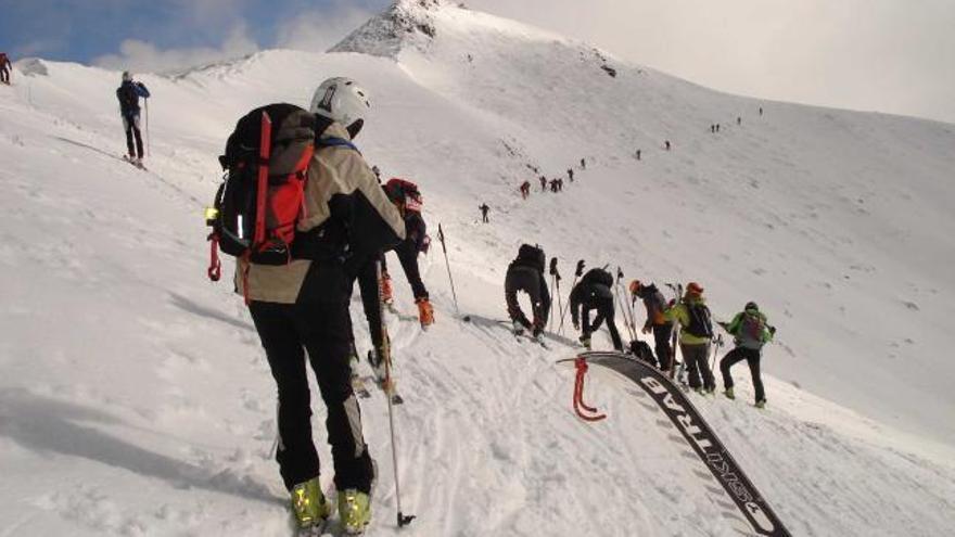 """Los recorridos a pie y el esquí de travesía en los Picos son """"especialmente peligrosos"""" este fin de semana"""