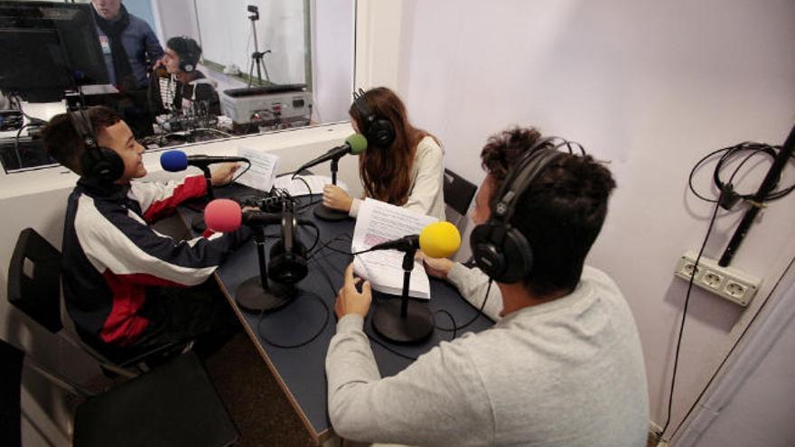 """""""Buenos días: aquí Radio ByM"""""""