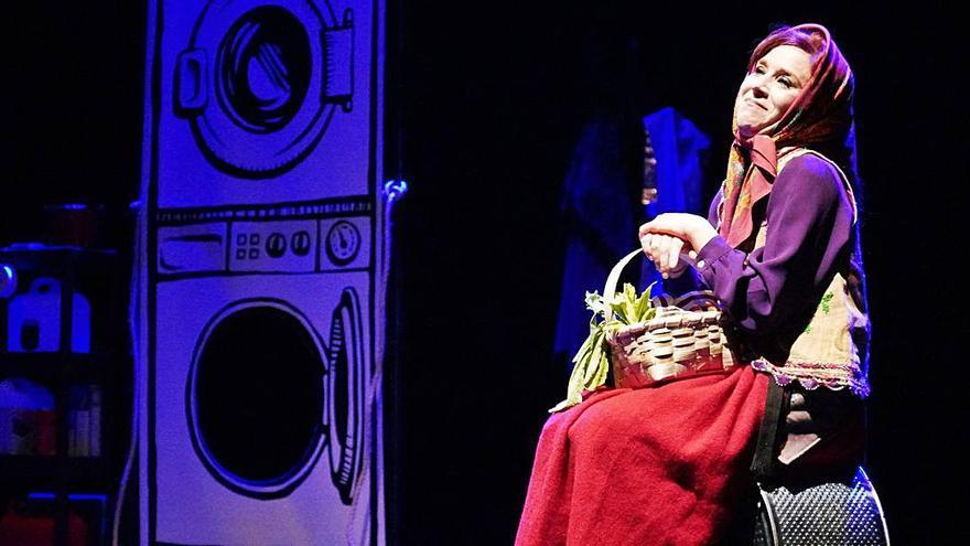 """La actriz Isabel Risco presenta en Lalín su espectáculo """"Bravas"""""""
