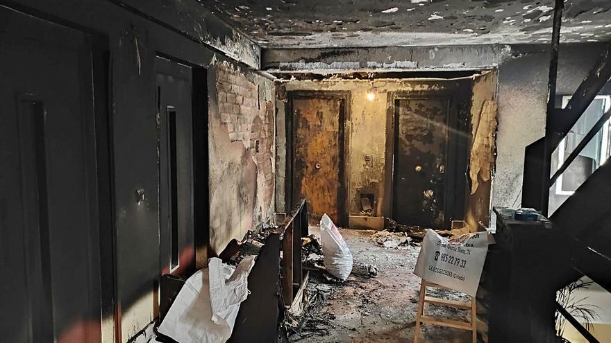 La jueza ordena el ingreso psiquiátrico de la mujer que incendió un rellano de su edificio