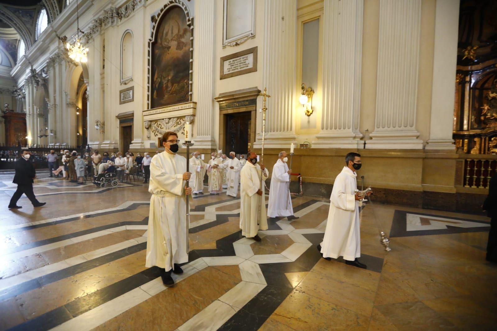 La Basílica del Pilar celebra el Corpus Christi con una misa y una pequeña procesión en las naves laterales