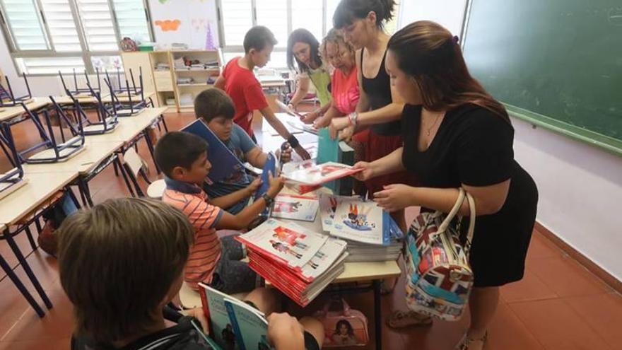 Los colegios empiezan a recoger libros de 44.000 familias del 'Xarxa'