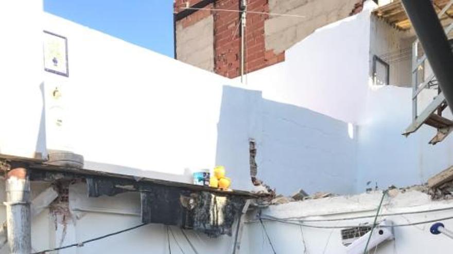 Derrumbe en una vivienda de Elda por el sobrepeso de una piscina instalada en la terraza