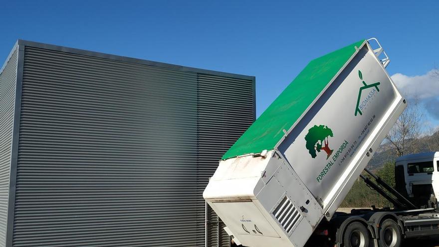La calefacció i aigua calenta dels equipaments esportius de Roses, per biomassa