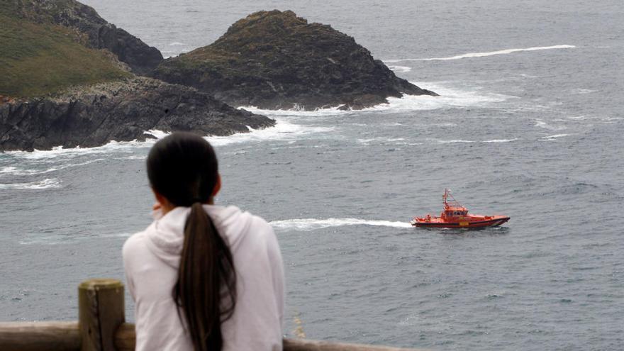 Un compañero trató de salvar a un pescador asturiano desaparecido en la costa de Ferrol