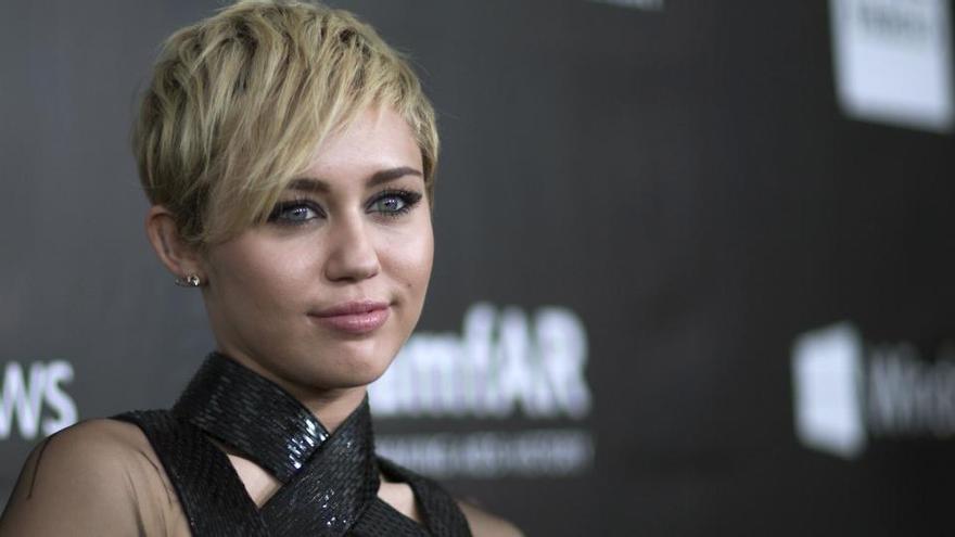 Miley Cyrus lanza nuevo disco el día 27: 'Plastic Hearts'