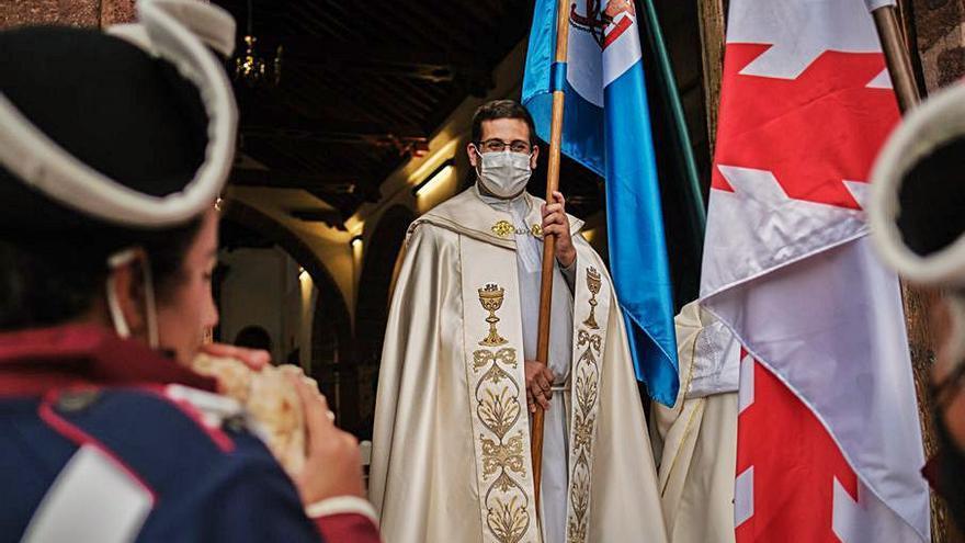 El párroco de Taganana  y Roque Negro, destinado  a dos iglesias de La Orotava