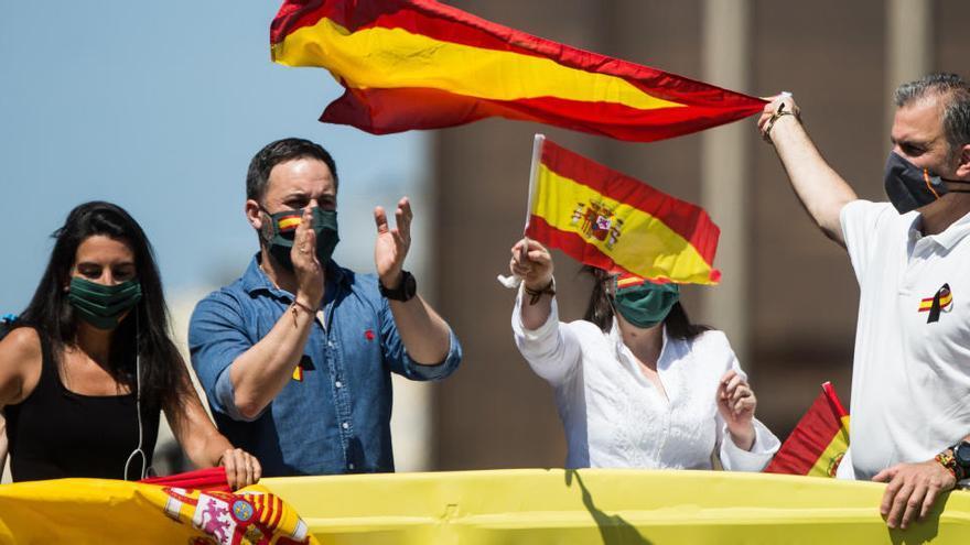 """Ortega Smith pide aparcar las diferencias políticas pero llama """"acomplejado"""" a Cs"""