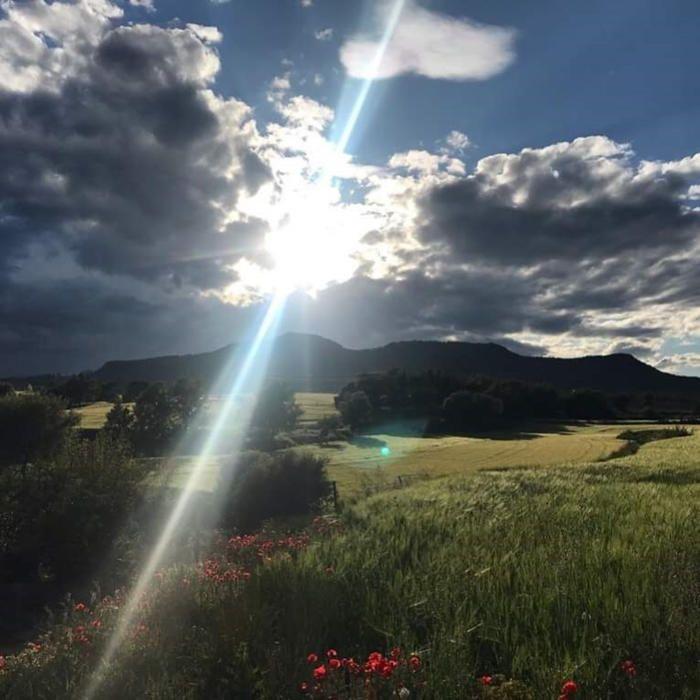 Solsonès. Imatge captada a Olius, vista des de la casa Marcús. Olius és al bell mig de la comarca. A la imatge podem veure com els rajos de sol travessen els núvols i deixen aquesta bonica vista.