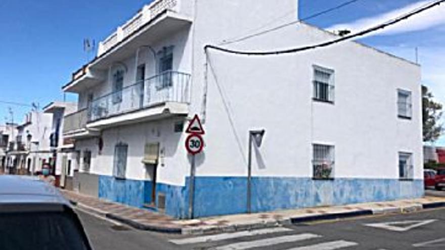 299.000 € Venta de piso en San Pedro de Alcántara (Marbella) 180 m2, 6 habitaciones, 2 baños, 2 aseos, 1.661 €/m2...