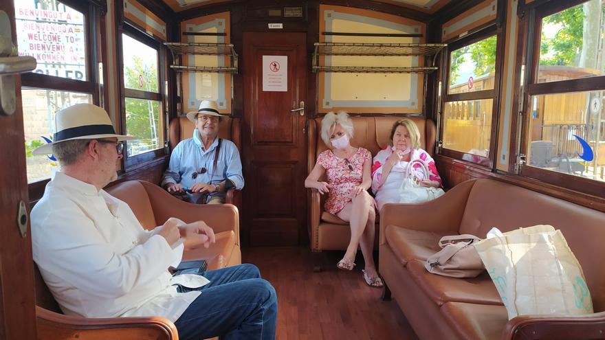 Lleno total de pasajeros en el primer trayecto del tren entre Palma y Sóller