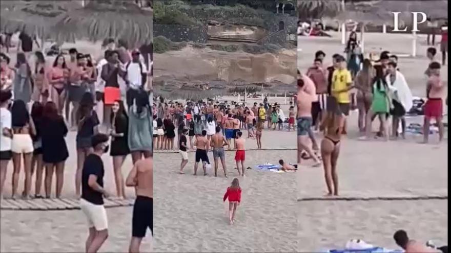 Improvisan un ring de boxeo en la playa
