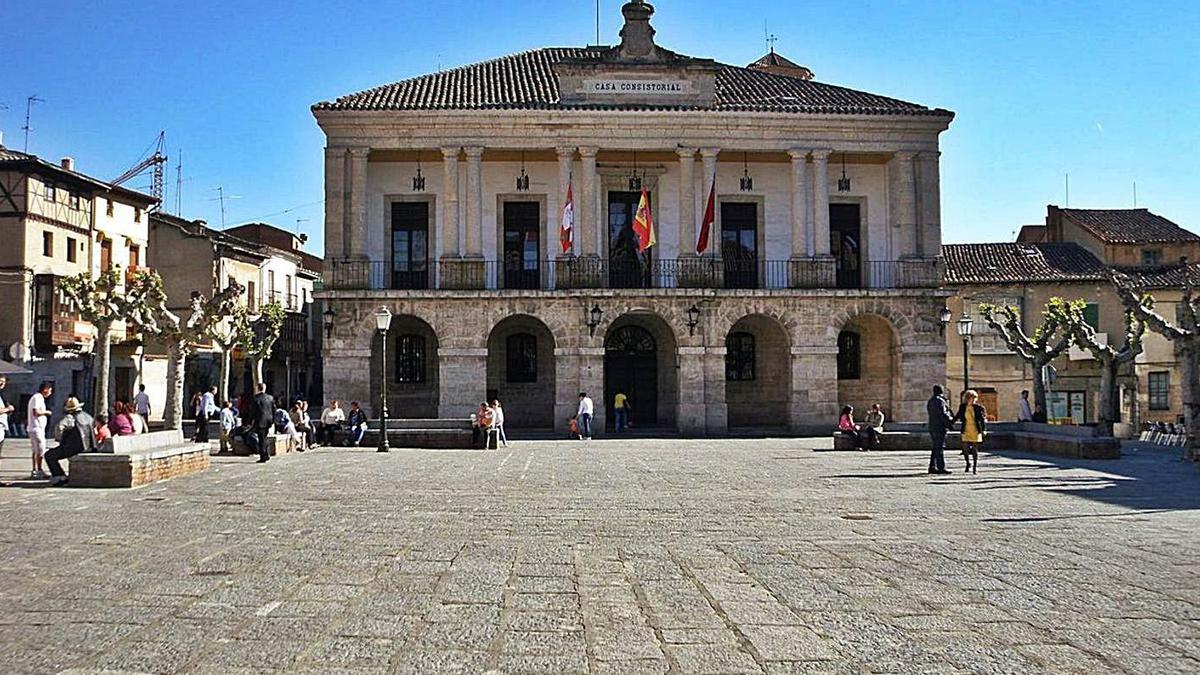 Exterior de las dependencias municipales del Ayuntamiento de Toro. | M. J. C.