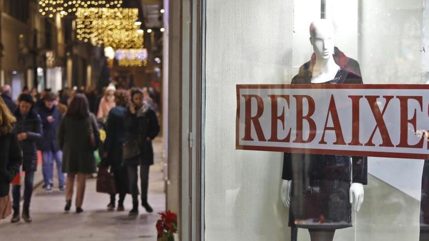 Quins comerços comencen avui les rebaixes a Girona i quant et gastaràs aquest any