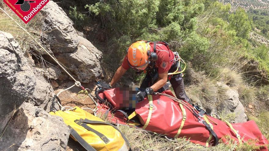 Los bomberos rescatan a un hombre en Muro tras sufrir una caída en la montaña