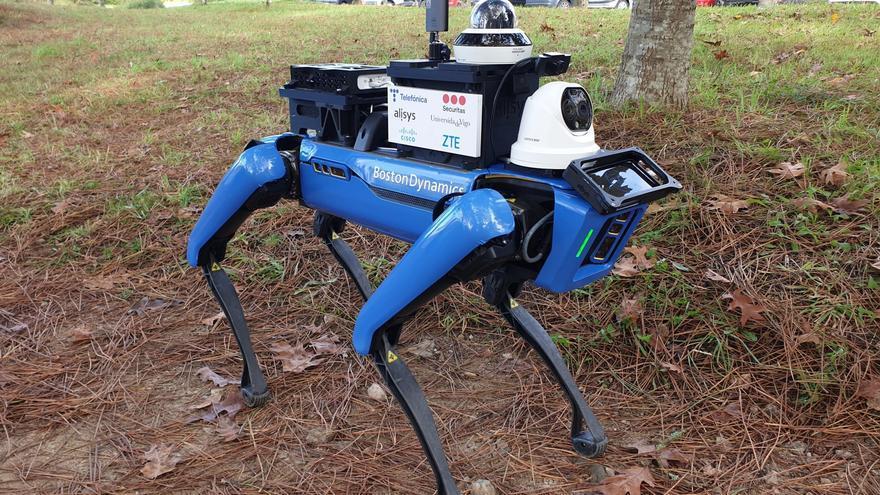 Un robot con tecnología 5G inspecciona el campus de Vigo