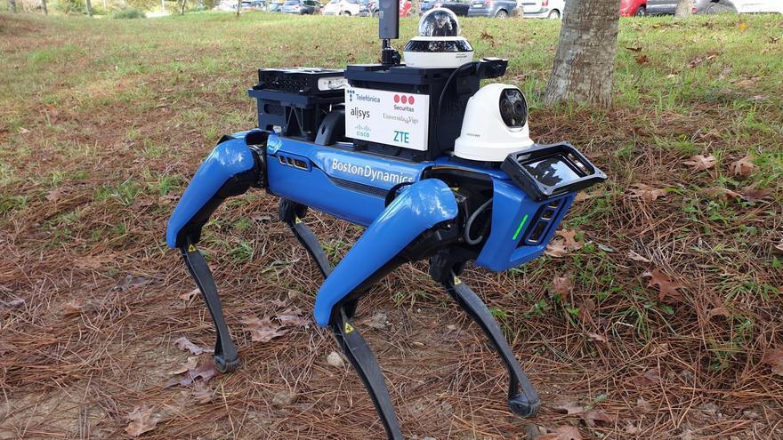El nuevo vigilante del campus vigués: un robot con cámara térmica y visión 36º