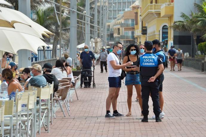 28-08-2020 LAS PALMAS DE GRAN CANARIA. Playa de Las Canteras.  La Policía Local intensifica los controles por las nuevas normativa anti covid. Fotógrafo: ANDRES CRUZ    28/08/2020   Fotógrafo: Andrés Cruz