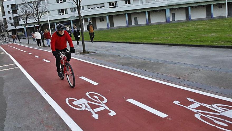 """Abierto el carril bici de Mariano Pola a su paso por los """"edificios barco"""""""