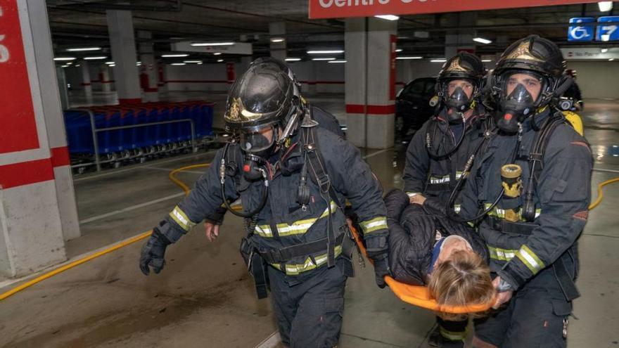 Policía Local y Bomberos participan en un simulacro de incendio y rescate