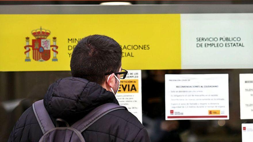 El paro sube en Canarias en abril en 27.542 personas