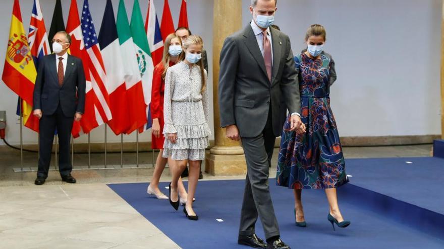La Reina Letizia, de Carolina Herrera en la audiencia con los premiados
