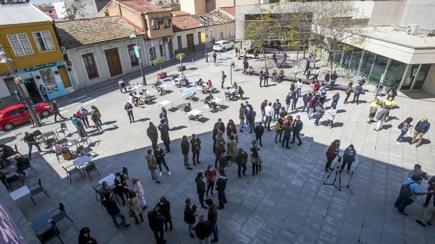"""Más de 200 funcionarios de San Vicente se concentran y piden """"que se depuren responsabilidades"""""""