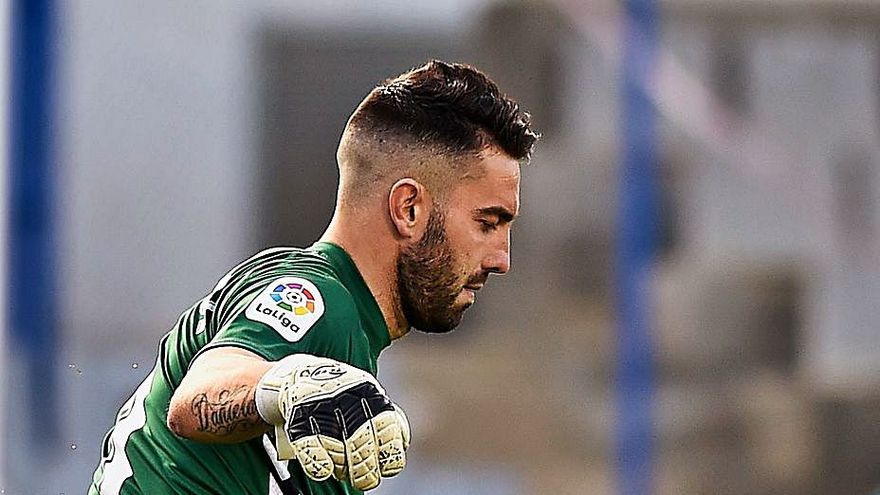 """Ian Mackay, portero del Sabadell: """"Me encantaría que se salvara el Real Oviedo"""""""