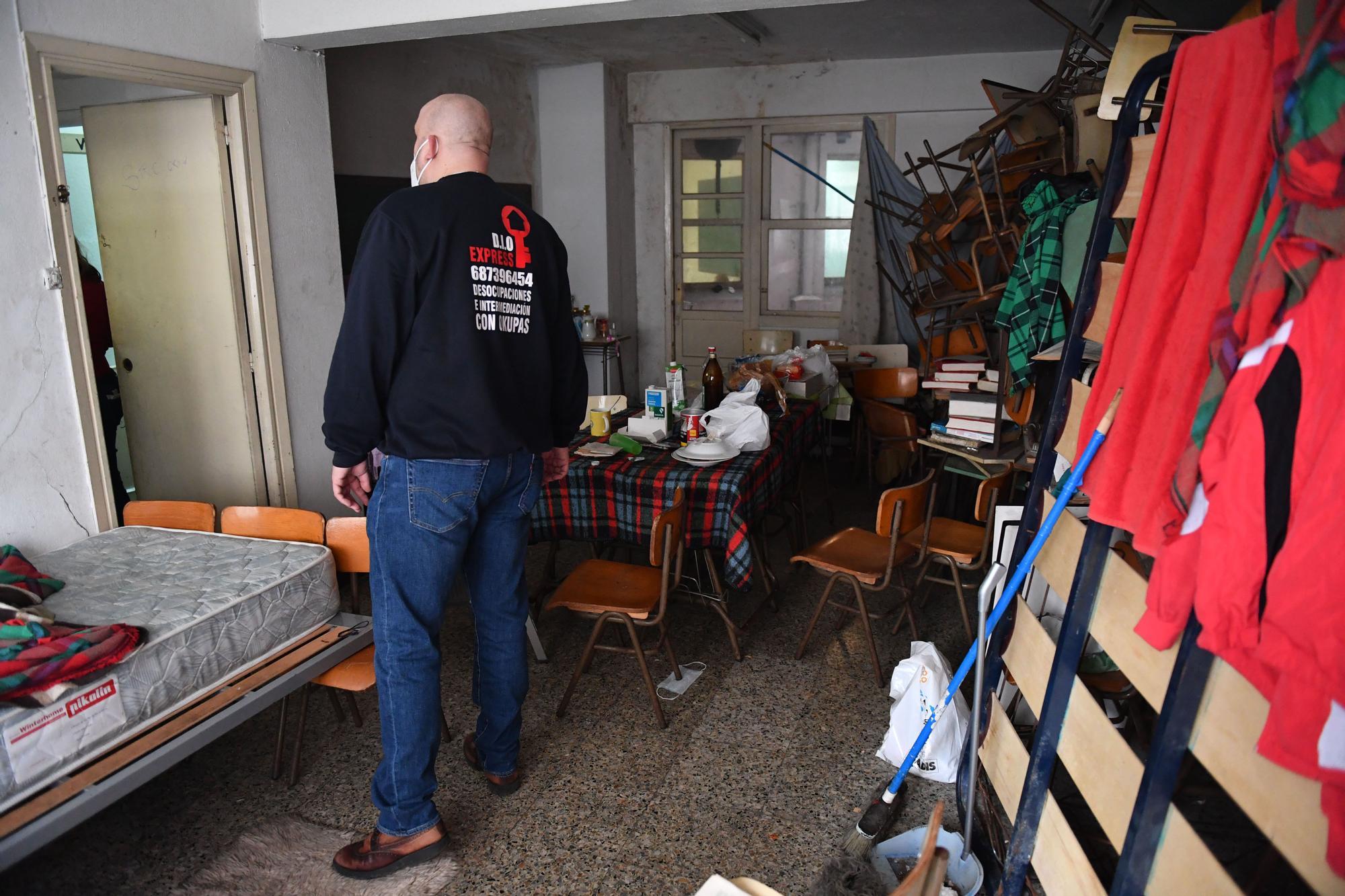 Desalojados 12 ocupas de una academia en A Coruña