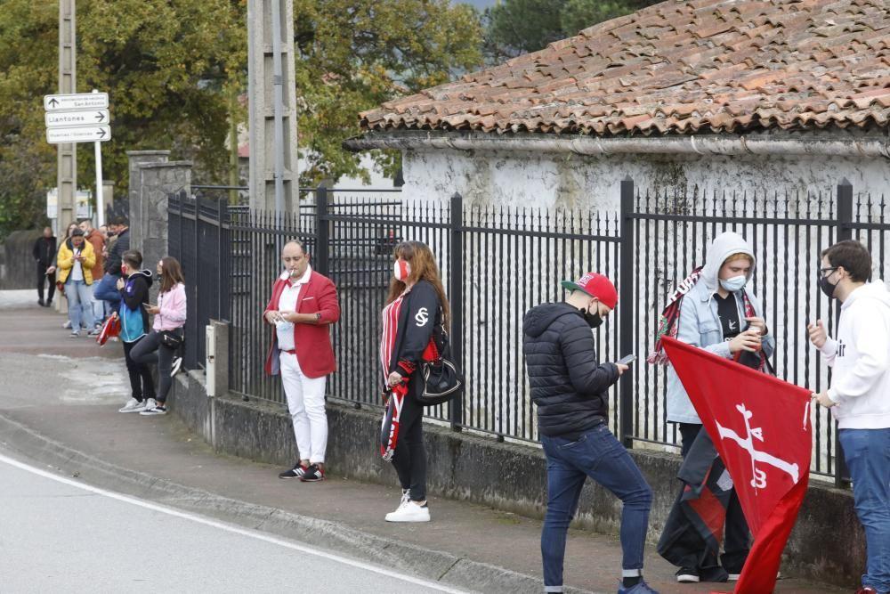 La salida del Sporting de Mareo para disputar el derbi