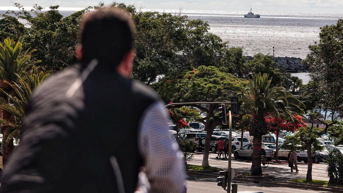 El 'Ángeles Alvariño' continúa realizando barridos cerca de la costa al sudeste de Santa Cruz de Tenerife
