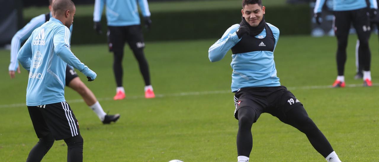"""""""Toro"""" Fernández, en un entrenamiento en Balaídos."""