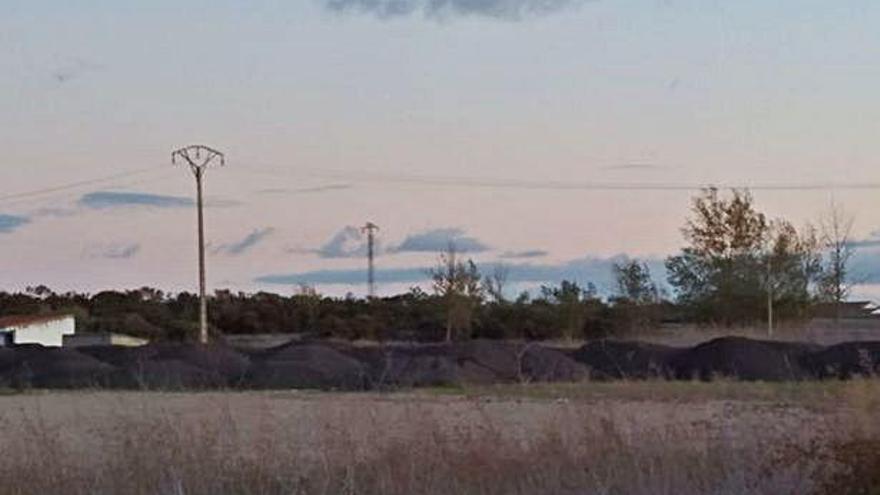 """Un vecino denuncia """"montones de grava"""" en terreno de zona agrícola"""