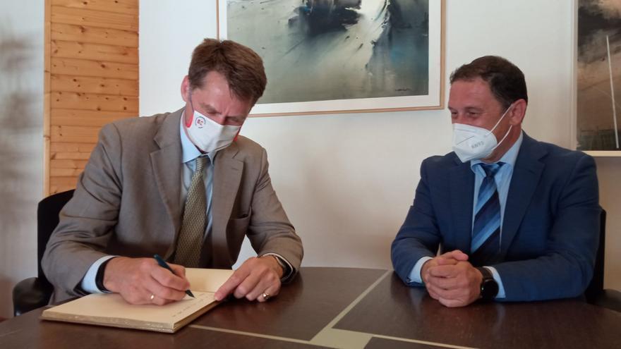 El embajador británico en España visita Mazarrón